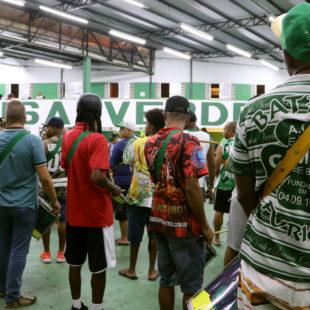Camisa Verde e Branco
